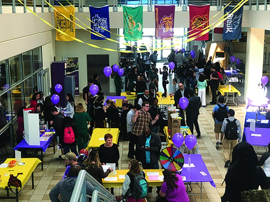 Students+gather+in+the+Student+Center+to+get+information+about+the+different+departments+and+programs+offered+at+SJCC+during+the+major+fair+on+Wednesday%2C+April+25%2C+2018.